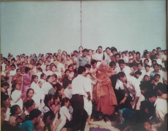 বাঘাইছড়িস্থ মেদেনীপুর বন বিহারের ফাং শেষে রাজবন বিহারে প্রত্যাবর্তনের বিশেষমুহুর্তে পূজ্য বনভান্তে