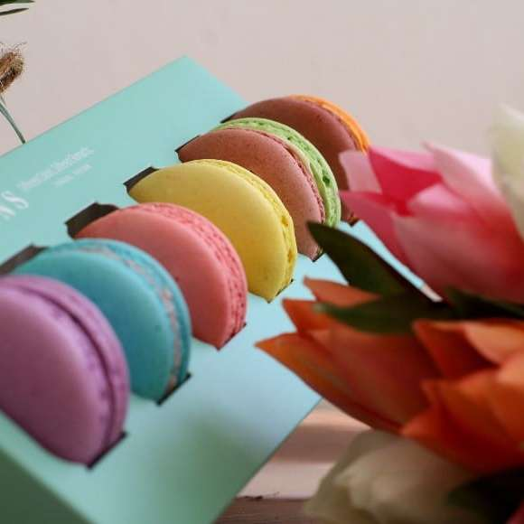 macaron delivery
