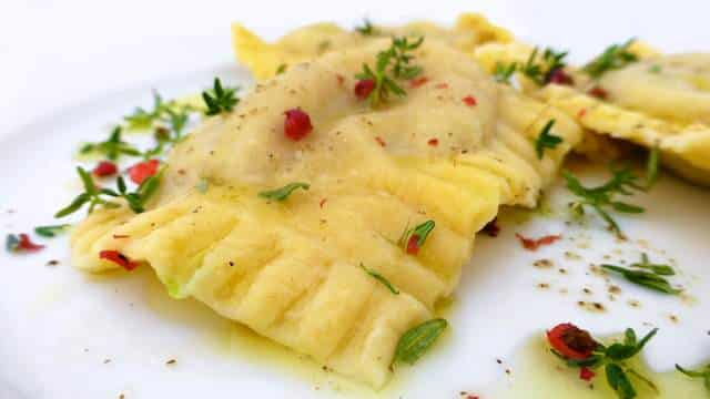 My fresh beef ravioli recipe from scratch with thyme oil... I'm always amazed by how little effort it takes to prepare fresh pasta!