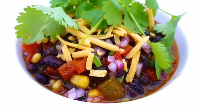 Here is my best vegetarian chili recipe: a meatless chili con carne recipe with all the classic ingredients... You will adore this one!