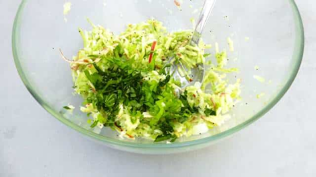 Another fresh summer salad: this apple and celery salad recipe is a great side then for anything you throw on a barbecue!