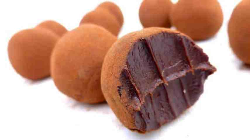 Sweet chocolate truffle recipe: easy to make coffee flavored chocolate truffles coated with cocoa... A great homemade gift!