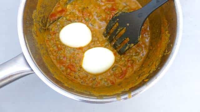 An Eastern flavored vegetarian egg curry recipe with yogurt, fresh tomatoes, lentils and boiled eggs... A great curry from scratch!