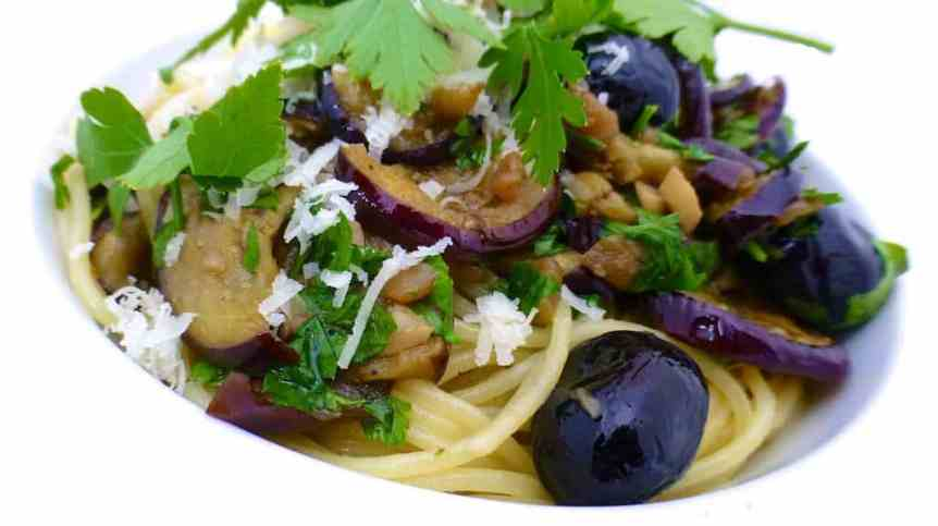 My oven roasted eggplant pasta: with black olives, white wine and parmesan cheese! Look at those beautiful ingredients...
