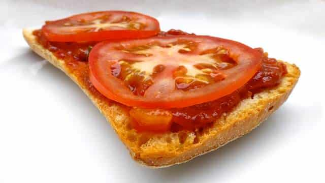 My decadent tomato and mozzarella pizza bread recipe: an easy appetizer or quick lunch. I like a homemade fast food bite from time to time!