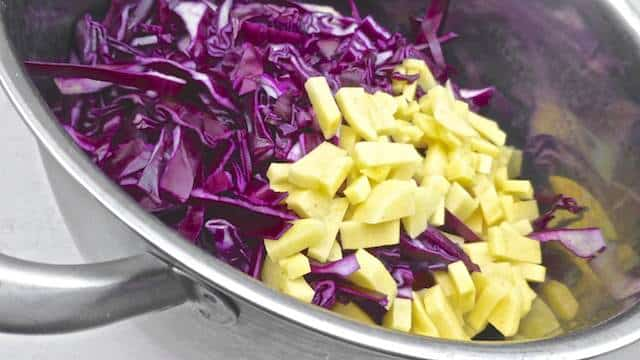 Here's a real treat for soup lovers: a silky blue cheese & red cabbage soup recipe... one of my most favorite autumn soups!