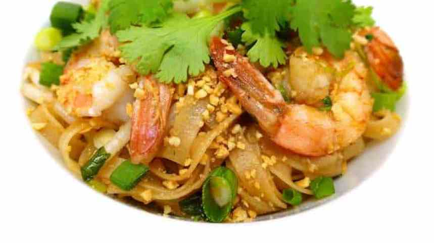 Shrimp pad thai recipe, a Thai classic noodle dish! Let's make a silky and sugary shrimp pad thai recipe tonight for dinner!