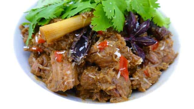 My spicy Indonesian beef rendang recipe: a rich South-East Asian curry with stewed beef, lots of spices and coconut milk!