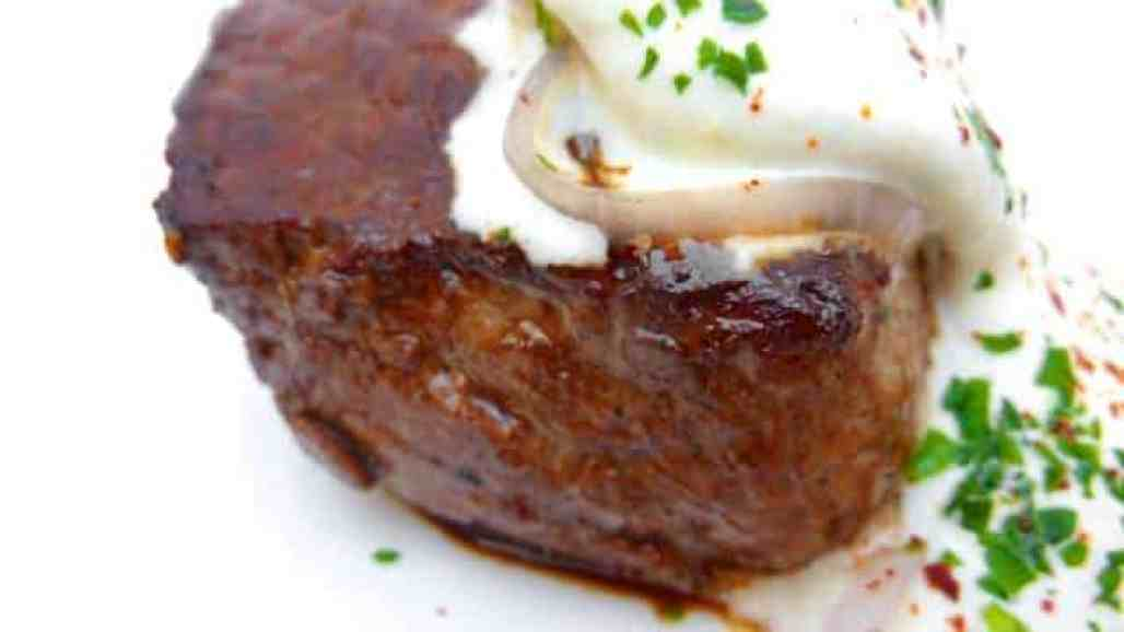 My easy horseradish sauce recipe for your steak dinner: this refreshing steak sauce recipe is an explosion of flavor in your mouth.