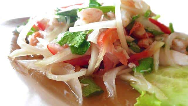 My fresh and crisp recipe for crab salad: a lighter Thai version without the usual mayonnaise! Perfect lunch treat for a hot summer day...