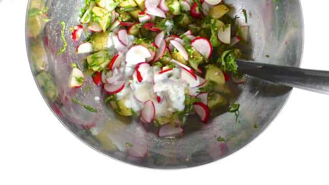 The perfect cold salad for your next barbecue party: a creamy summer potato salad with fresh radishes in a ricotta dressing!