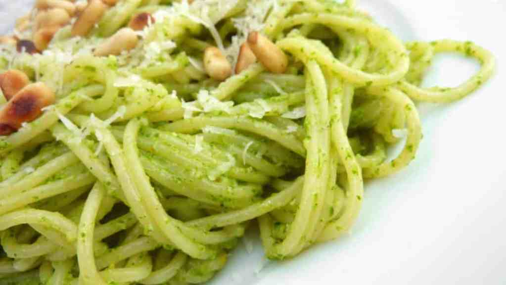 Classic pesto pasta recipe with fresh basil, pine nuts and parmesan cheese... Ready in 20 minutes so one of my best last minute dinner ideas!