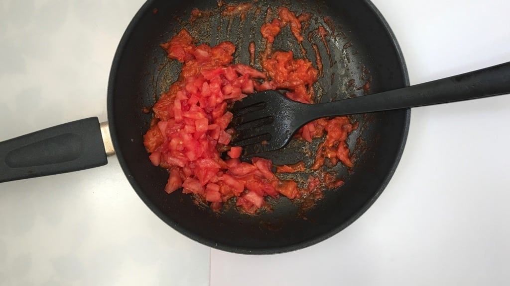 Looking for a great veggie starter for your next summer party? Then try my tomato tartare: fancy looking but so easy to make in advance!