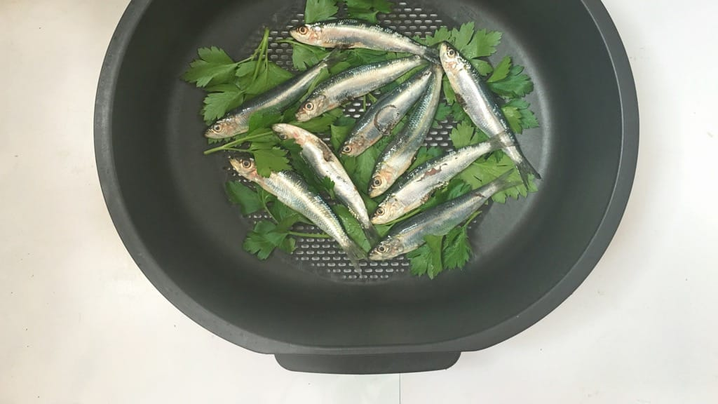 Steamed sardines in a zesty mandarin escabeche marinade... what a great summer lunch! And you can make this a couple of hours in advance!