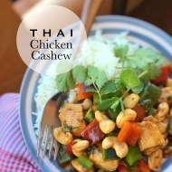 Fancy a homemade Thai dinner tonight? Here's the perfect recipe to try out: this Thai chicken cashew dinner is so easy to make!