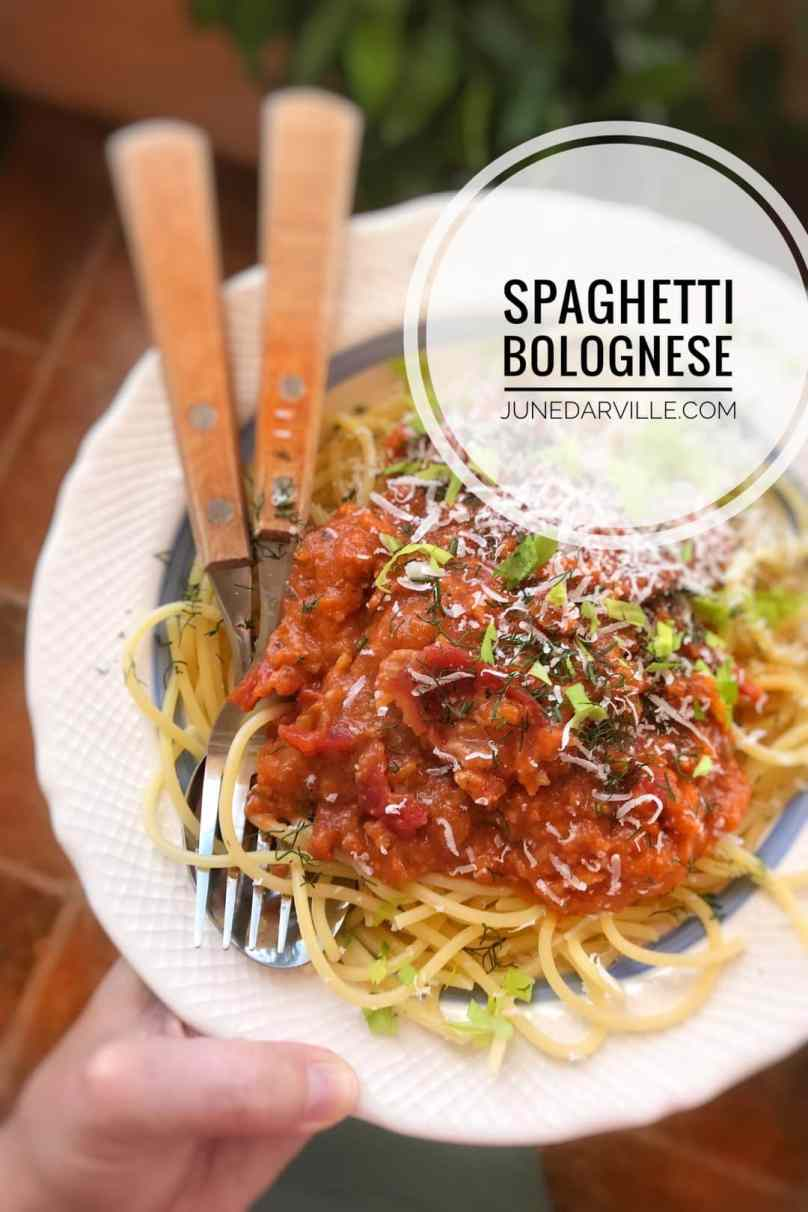 My personal Italian spaghetti sauce recipe: classic sugo al ragù, homemade from scratch and the best ever! You will love it...