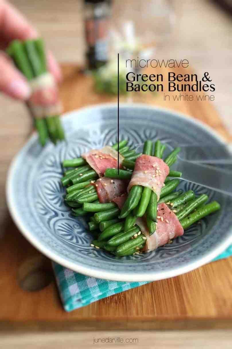 These cute little bacon wrapped green beans bundles are so easy to make in advance: they only need 15 minutes in the oven!