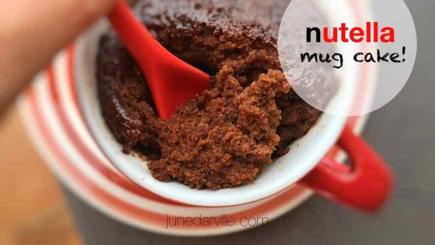 Here's an awesome sticky and sugary last minute snack or sneaky treat: try out this Nutella mug cake! This beauty is ready in less than 10 minutes.