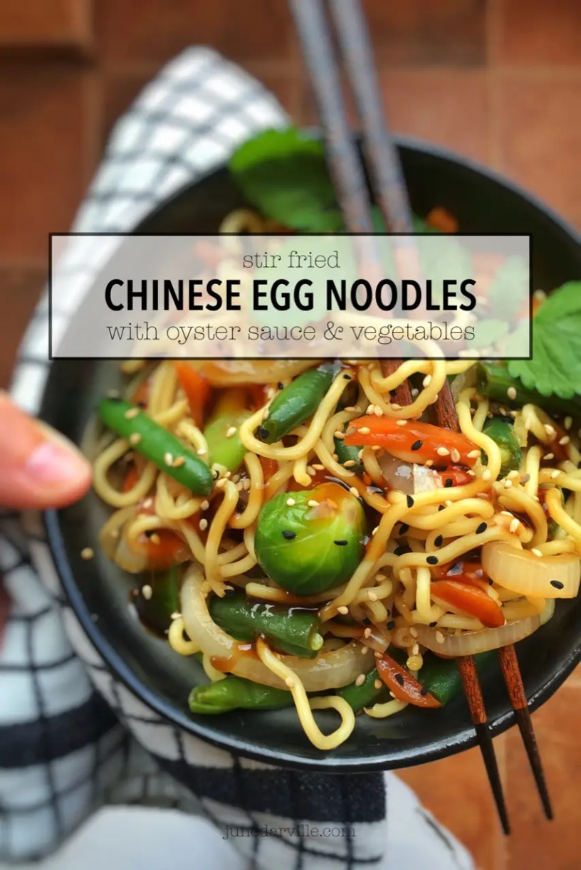 Craving a quick and easy Asian dish for dinner? Here's a 10-minute Chinese stir fried noodles recipe with vegetables in oyster sauce!