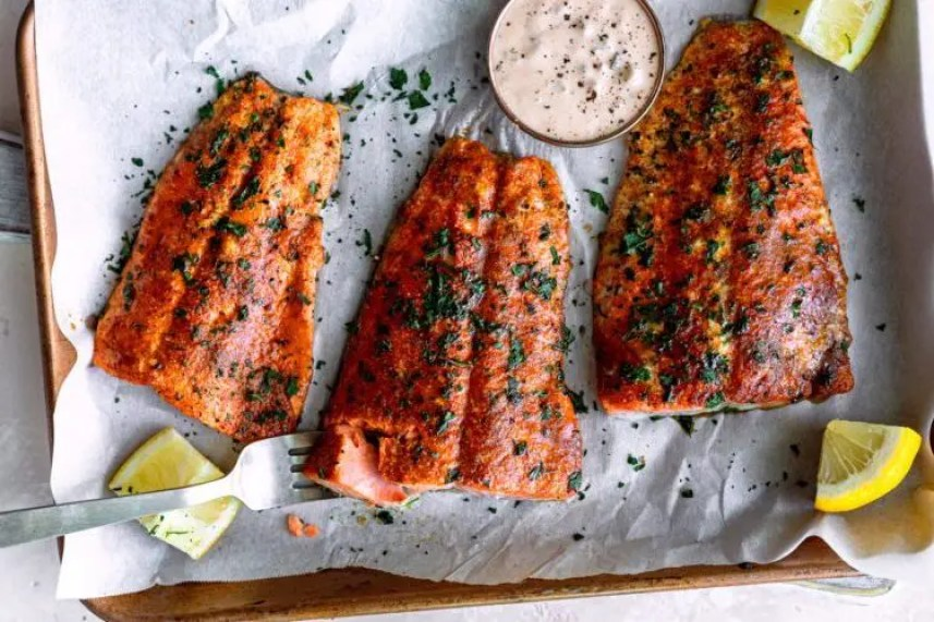 Baked salmon makes a delicious family dinner! Check out these 20 very best baked salmon recipes from fellow food bloggers!