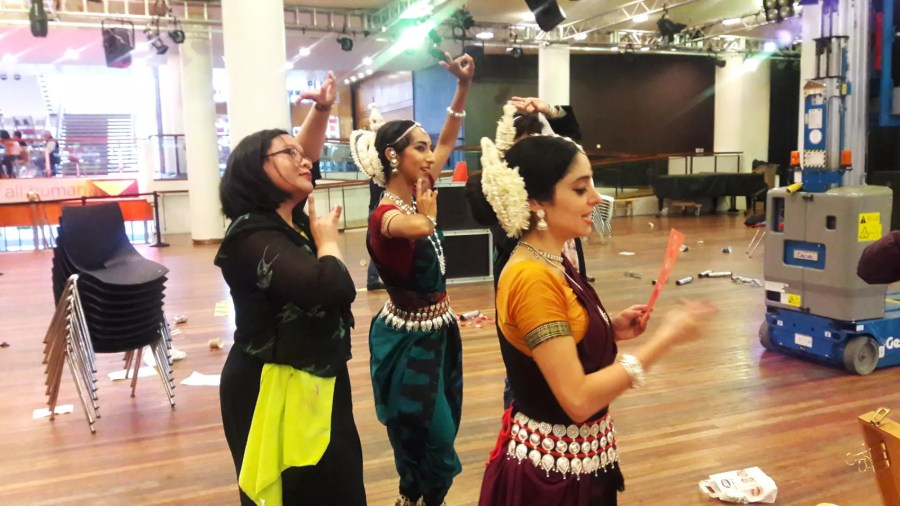 June Sees live illustrating Odissi dancers at the Southbank Centre London
