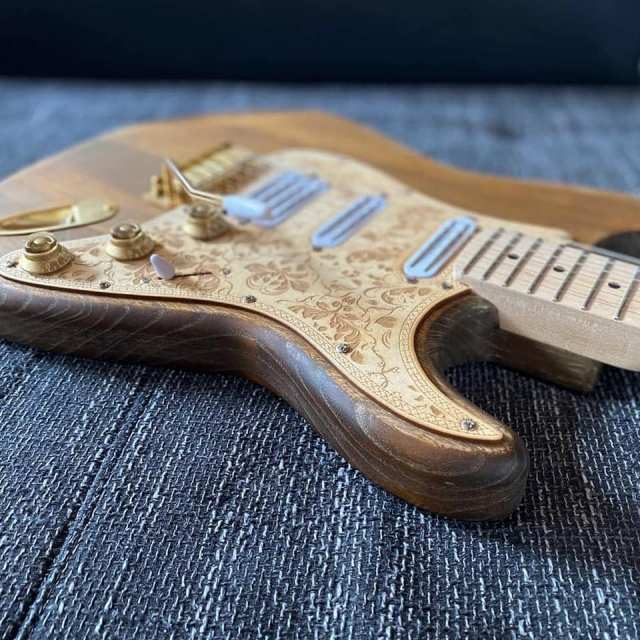 Gitarrenkorpus aus Holz