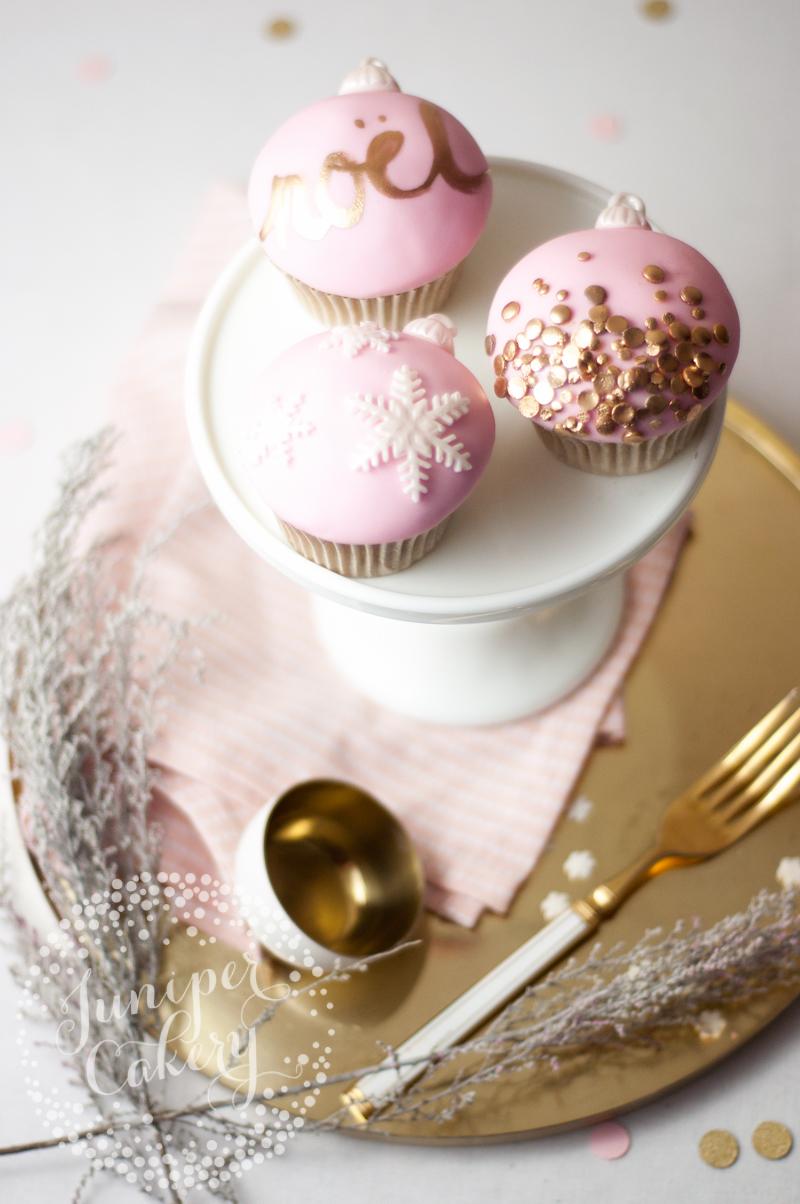 Christmas cupcake decorating tutorial