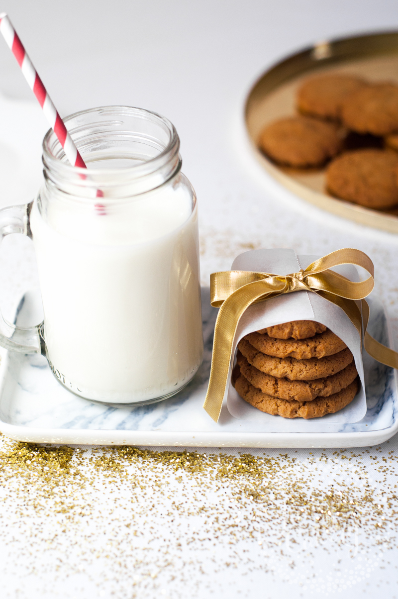 How to bake chewy gingerbread cookies by Juniper Cakery
