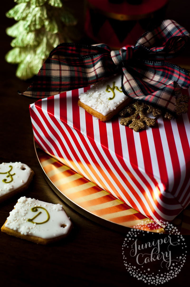 Christmas gift tag cookies by Juniper Cakery (tutorial)