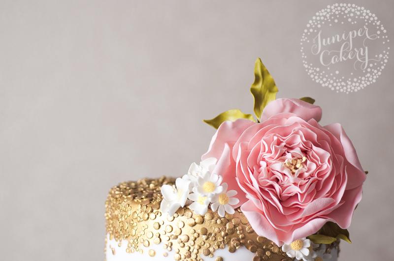 Sugar flowers by Juniper Cakery