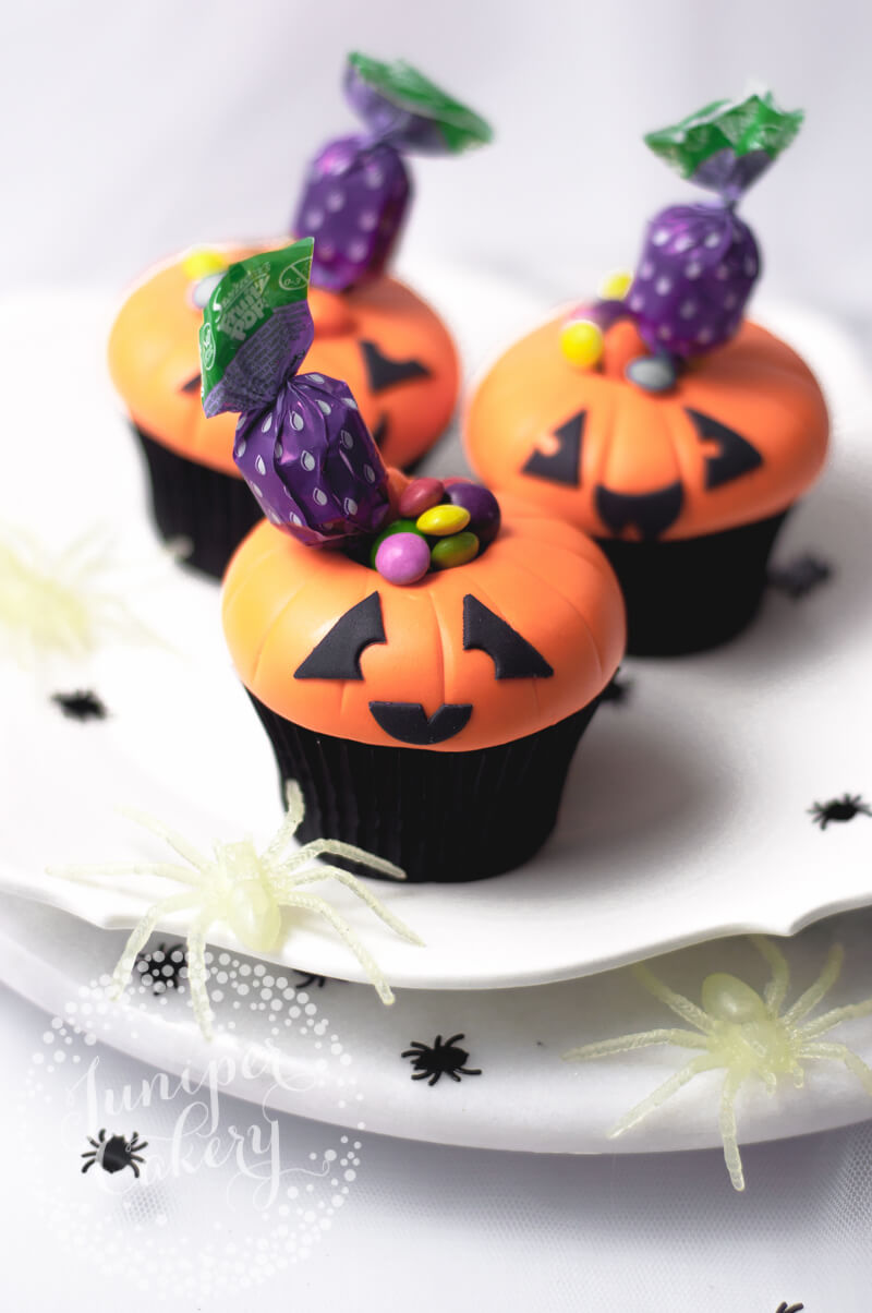 Simple and fun Jack O Lantern cupcake tutorial by Juniper Cakery