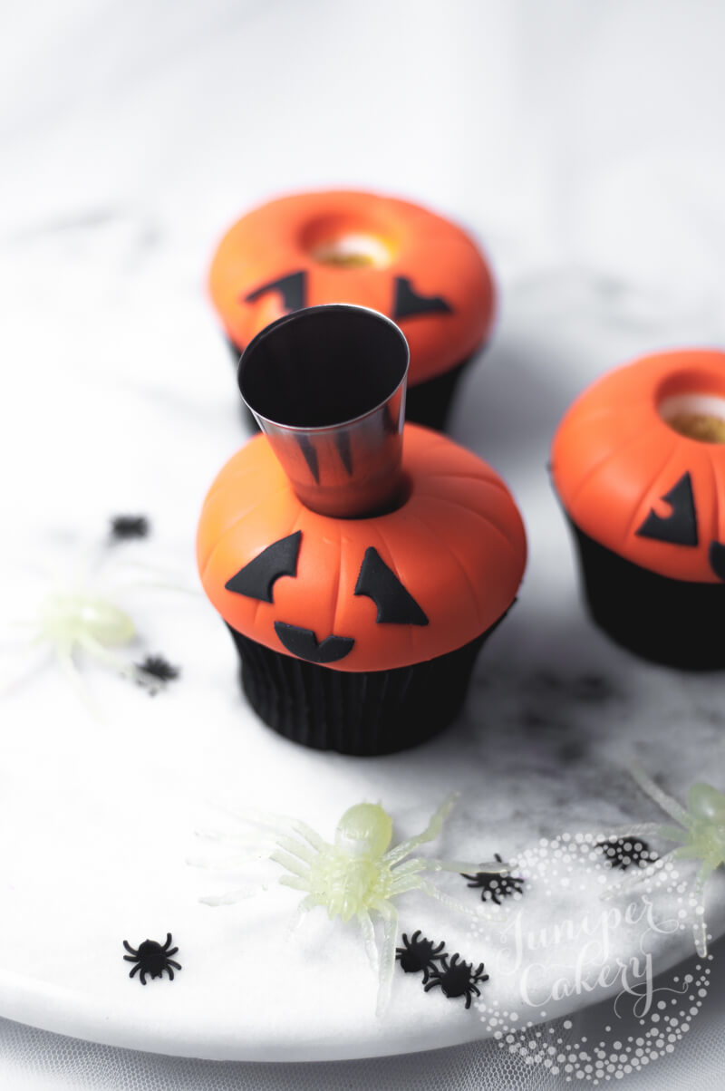Awesome Jack O Lantern cupcake tutorial by Juniper Cakery