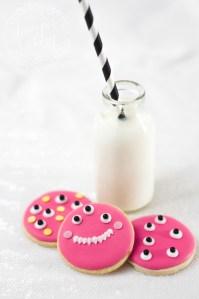 Halloween Tutorial: Easy Peasy Monster Cookies!