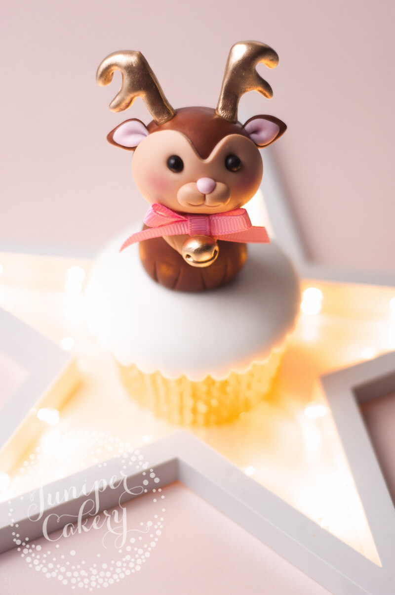 Festive fondant reindeer tutorial by Juniper Cakery