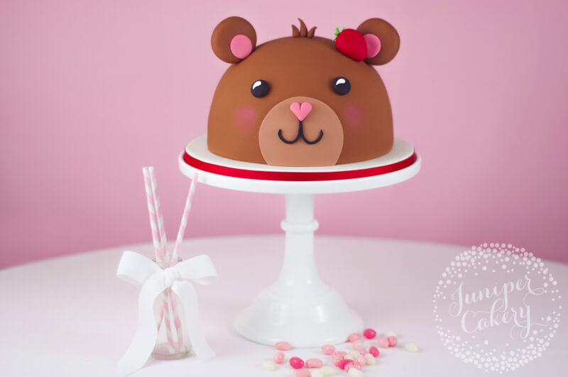 Adorable teddy bear cake tutorial by Juniper Cakery