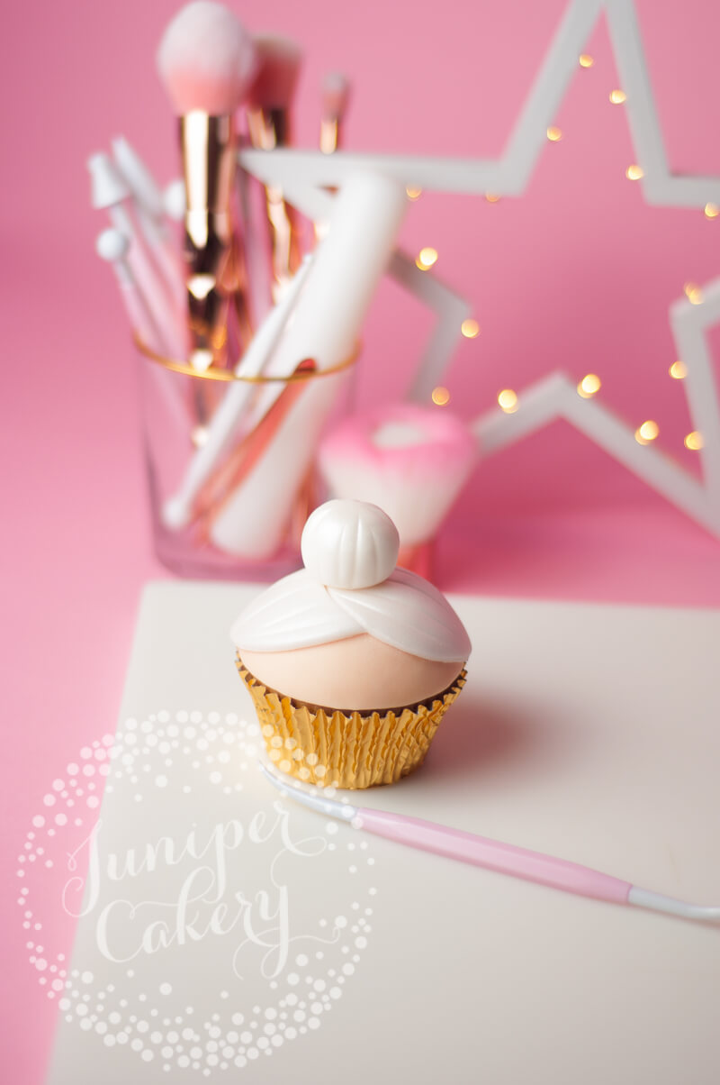 Mrs Claus cupcake tutorial
