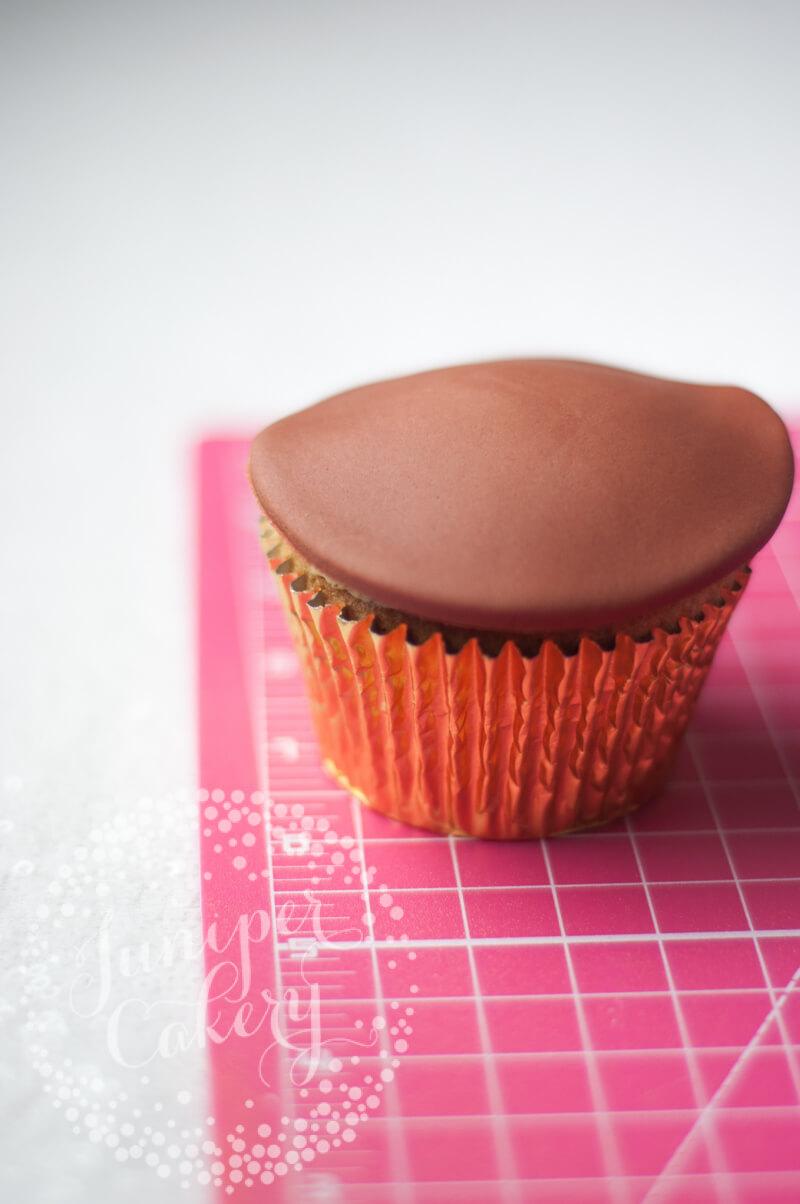 Christmas cupcake tutorial from Juniper Cakery