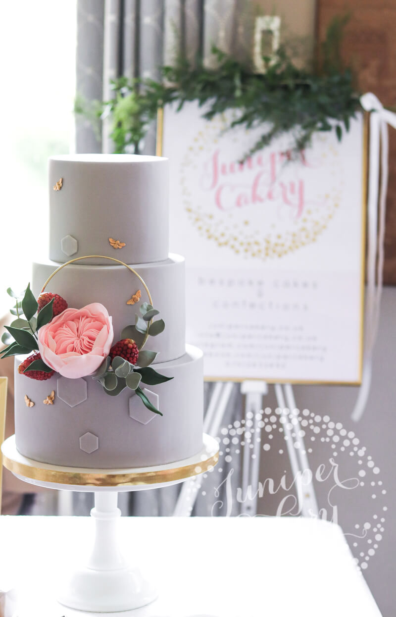 Gold hoop wedding cake by Juniper Cakery