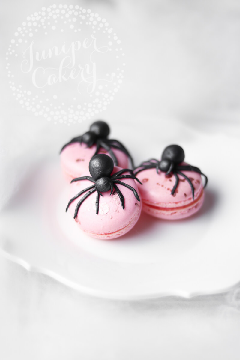 Super creepy edible spider tutorial by Juniper Cakery