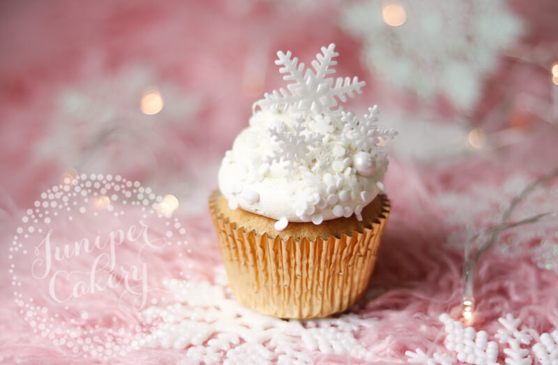 Pretty Christmas cupcake by Juniper Cakery