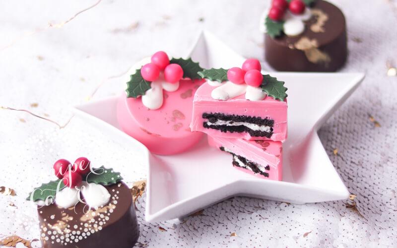 Cute Christmas pudding chocolate oreos by Juniper Cakery