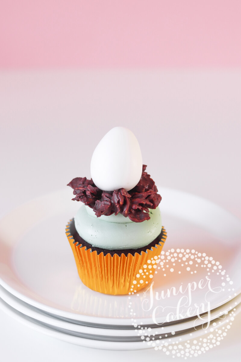 Dinosaur egg and nest cupcake tutorial with Chewits and Juniper Cakery