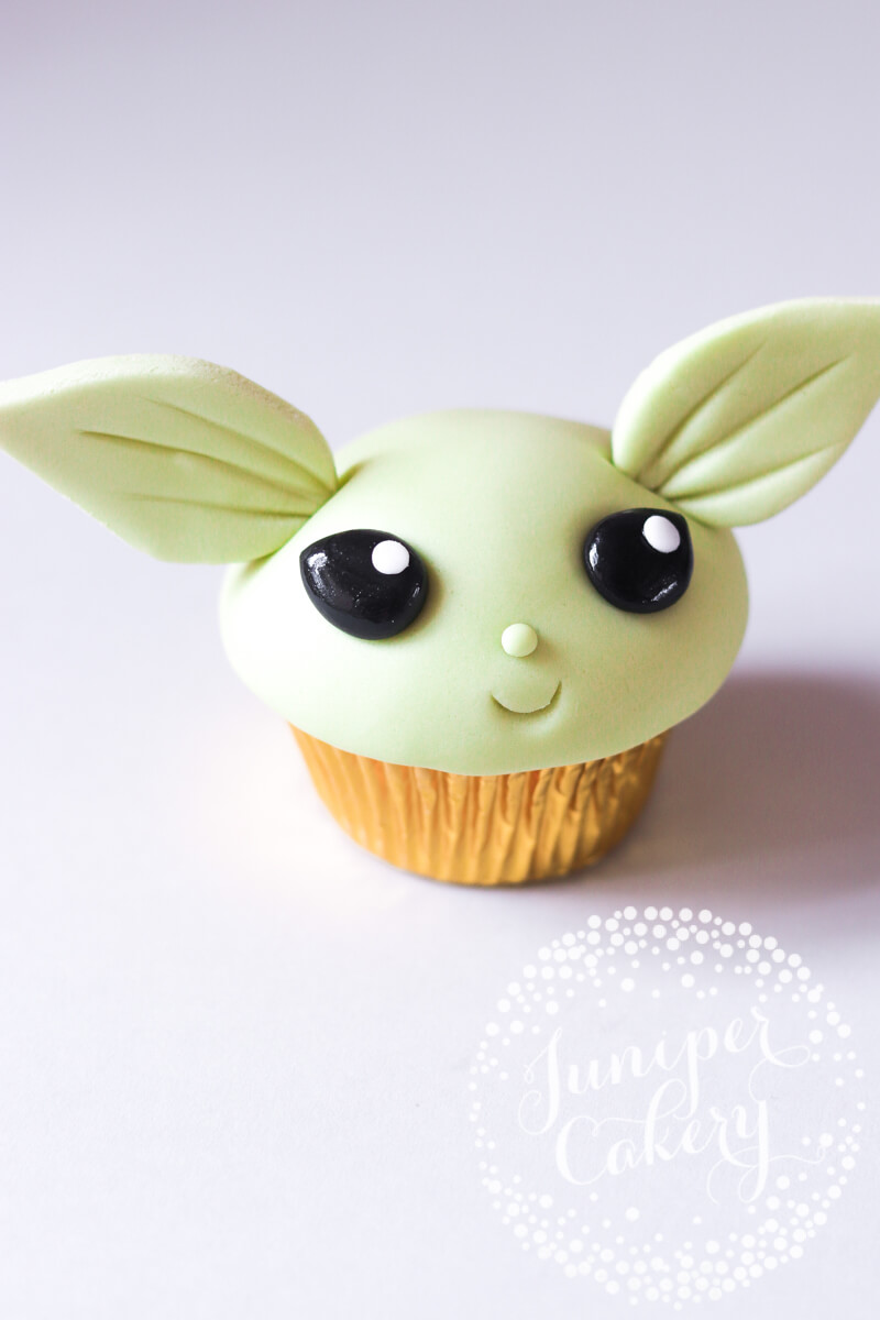 Cute Yoda cupcake how to by Juniper Cakery