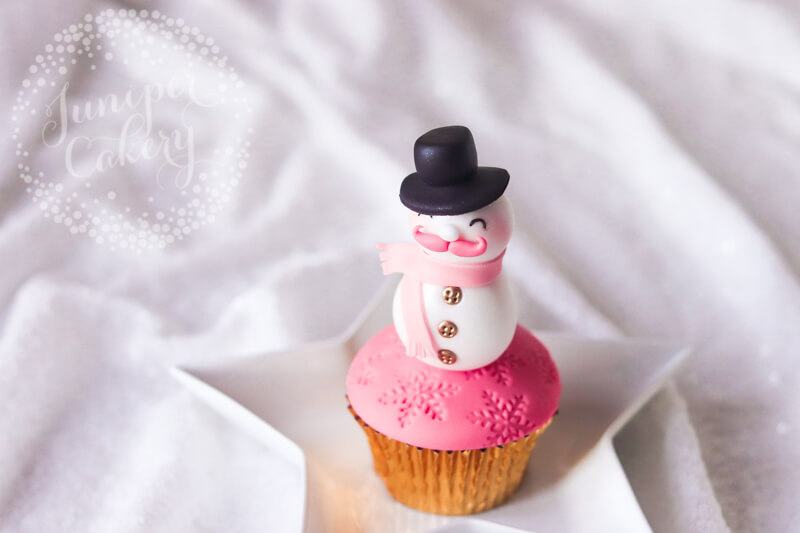 Fun Christmas cupcake tutorial by Juniper Cakery