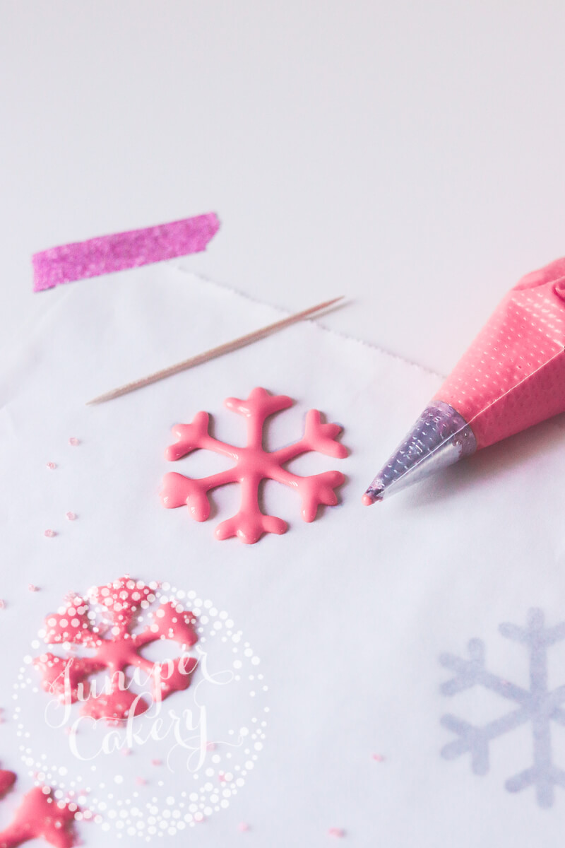How to make easy icing snowflakes by Juniper Cakery