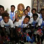 Jovenel Moïse accueille chaleureusement les Grenadières 51