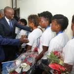 Jovenel Moïse accueille chaleureusement les Grenadières 50