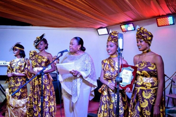 La Sénatrice Dieudonne Luma Etienne a honoré l'écrivain nigérian, Wole Soyinka 33