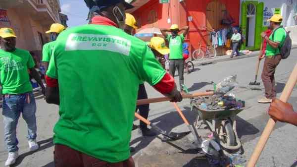Le Mouvman Rèv Ayisyen en pleine démonstration à l'occasion des 350 ans du Cap-Haïtien