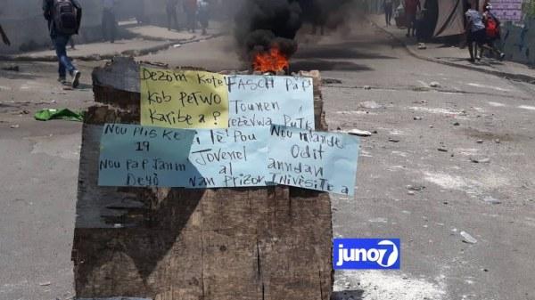 L'inauguration de la FASCH reportée, des étudiants ont protesté contre Jovenel Moise et Fritz Deshommes
